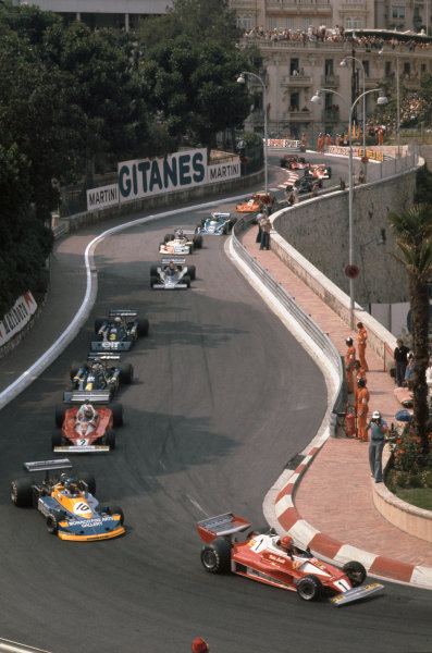 Monte Carlo, Monaco. 27th - 30th May 1976. Niki Lauda (Ferrari 312T2), 1st position leads Ronnie Peterson (March 761-Ford), retired, action.  World Copyright: LAT Photographic.  Ref:  76 MON 54.