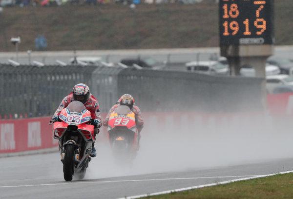2017 MotoGP Championship - Round 15 Motegi, Japan. Sunday 15 October 2017 Andrea Dovizioso, Ducati Team, Marc Marquez, Repsol Honda Team World Copyright: Gold and Goose / LAT Images ref: Digital Image 22248