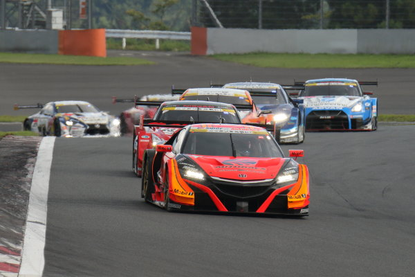 2017 Japanese Super GT Series. Fuji, Japan. 5th - 6th August 2017. Rd 5. GT500 Start of the race action World Copyright: Yasushi Ishihara / LAT Images. Ref: 2017JSGT_Rd5_001