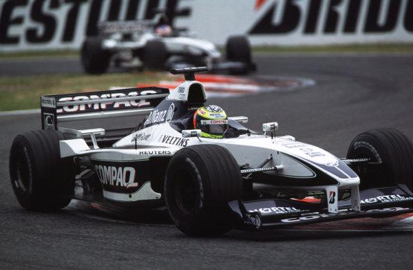 Suzuka, Japan.6-8 October 2000.Ralf Schumacher followed by team mate Jenson Button (both Williams FW22 BMW's).World copyright - LAT Photographic
