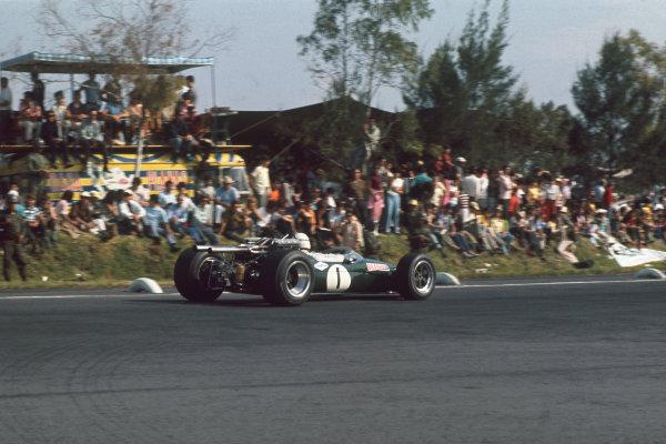 Mexico City, Mexico. 20 - 22 October 1967.  Jack Brabham (Brabham BT24-Repco) 2nd position.  Ref: 67MEX17. World Copyright: LAT Photographic