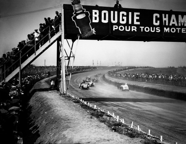 Le Mans, France. 18th - 19th June 1932.Start of the race, action. World Copyright: LAT Photographic.Ref:  Autocar Glass Plate B8536.