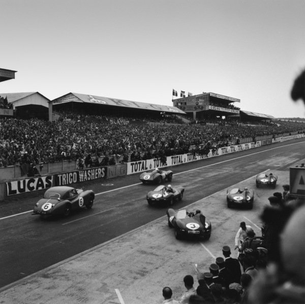 Le Mans, France. 28th - 29th July 1956 Stirling Moss/Peter Collins (Aston Martin DB3S), 2nd position, leads off at the start of the race, action. World Copyright: LAT Photographic Ref: 628.