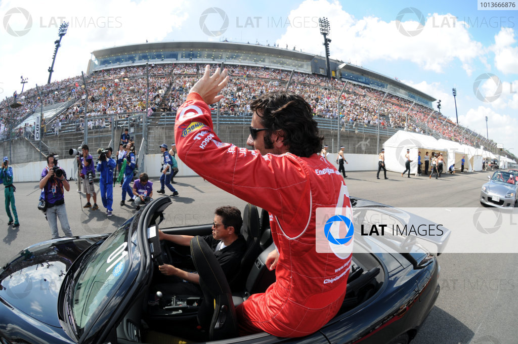 15-18 September, 2011, Twin Ring Motegi JapanDario Franchitti waves to the crowd in Japan for the final time.(c)2011, Paul WebbLAT Photo USA