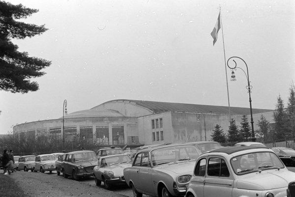 Fiat 500, Ford Taunus, Jaguar E-type/Turin street scene