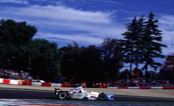 1996 San Marino Grand Prix.Imola, Italy.3-5 May 1996.Gerhard Berger (Benetton B196 Renault) 3rd position.World Copyright - LAT Photographic