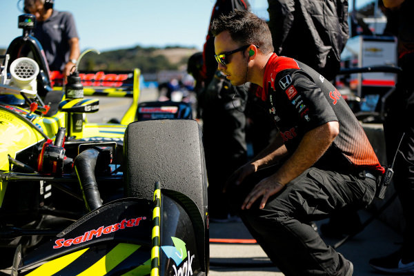 Sebastien Bourdais, Dale Coyne Racing with Vasser-Sullivan Honda, crew member