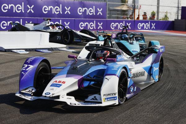 Jake Dennis (GBR), BMW I Andretti Motorsport, BMW iFE.21, leads Sam Bird (GBR), Jaguar Racing, Jaguar I-TYPE 5