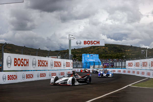 Pascal Wehrlein (DEU), Tag Heuer Porsche, Porsche 99X Electric, leads Maximilian Guenther (DEU), BMW I Andretti Motorsports, BMW iFE.21