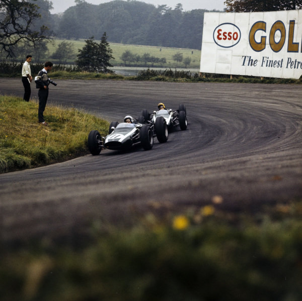 Bruce McLaren, Cooper Climax, leads Tony Maggs, Cooper Climax.