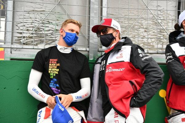 Mick Schumacher, Haas F1, and Kimi Raikkonen, Alfa Romeo Racing, on the grid