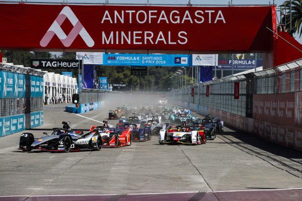 The start of the race, with Sébastien Buemi (CHE), Nissan e.Dam, Nissan IMO1, leading Pascal Wehrlein (DEU), Mahindra Racing, M5 Electro, and Daniel Abt (DEU), Audi Sport ABT Schaeffler, Audi e-tron FE05