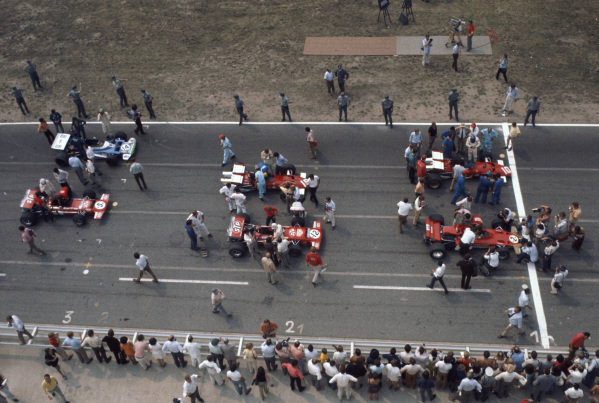An overhead view of the grid. Photographers surround pole sitter and race winner Jochen Rindt, Lotus 72C Ford. Jacky Ickx, Ferrari 312B, 2nd, joins RIndt on the front row, ahead of Jo Siffert, March 701 Ford, 8th and Clay Regazzoni, Ferrari 312B, retired. The third row is made up of Chris Amon, March 701 Ford, retired and Henri Pescarolo, Matra MS120, 6th.