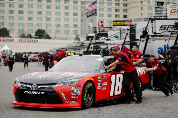 #18: Ryan Preece, Joe Gibbs Racing, Toyota Camry Craftsman crew members