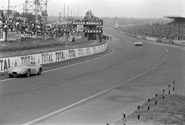 Philippe Faure / Georges Guyot, Societe E.F.A.C, Stanguellini Efac SP-Fiat, leads Stirling Moss / Jack Fairman, David Brown Racing, Aston Martin DBR1/300.