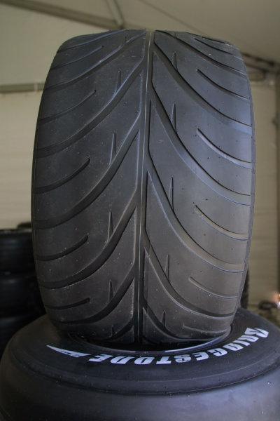 2001 Malaysian Grand Prix.Sepang, Kuala Lumpur, Malaysia. 16-18 March 2001.Bridgestone's Intermediate tyre.World Copyright - LAT Photographicref: 8 9MB DIGITAL IMAGE