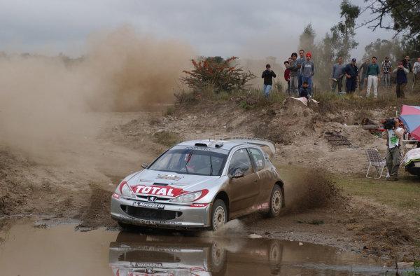 World Rally Championship, Rally of Argentina, May 16-19, 2002.Richard Burns splashes through water on stage 7.Photo: Ralph Hardwick/LAT