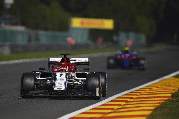 Kimi Raikkonen, Alfa Romeo Racing C38, leads Pierre Gasly, Toro Rosso STR14
