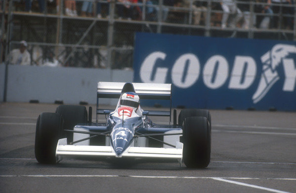 1990 United States Grand Prix.Phoenix, Arizona, USA.9-11 March 1990.Jean Alesi (Tyrrell 018 Ford) drove superbly, battling hard with Senna to eventually finish in 2nd position.Ref-90 USA 08.World Copyright - LAT Photographic