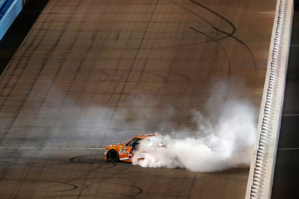 12 November, 2016, Avondale, Arizona,  USA Daniel Suarez burnout ?2016, Michael L. Levitt LAT Photo USA
