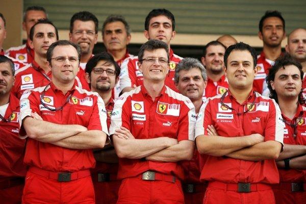(L to R): Stefano Domenicali (ITA) Ferrari General Director, Chris Dyer (GBR)  Formula One World Championship, Rd 17, Abu Dhabi Grand Prix, Race, Yas Marina Circuit, Abu Dhabi, UAE, Sunday 1 November 2009.