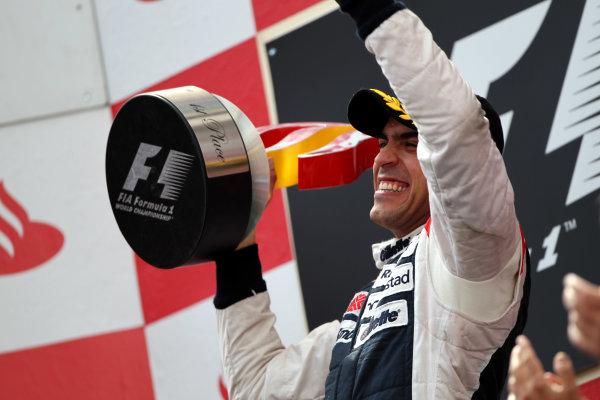 Circuit de Catalunya, Barcelona, Spain13th May 2012Pastor Maldonado, Williams F1 Team, 1st position, lifts his trophy.World Copyright: Andy Hone/LAT Photographicref: Digital Image HONY9253
