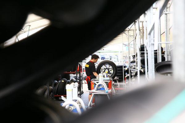 2017 Superbike World Championship - Round 6 Donington Park, UK. Thursday 25 May 2017 Pirelli tyre technician World Copyright: Gold and Goose Photography/LAT Images ref: Digital Image 672285