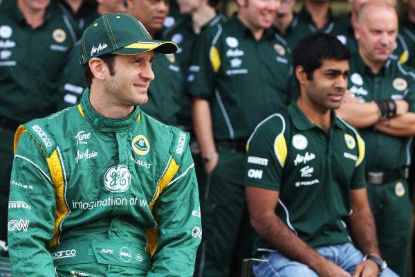 (L to R): Jarno Trulli (ITA) Team Lotus and Karun Chandhok (IND) Team Lotus Reserve Driver at a team photo. Formula One World Championship, Rd 19, Brazilian Grand Prix, Race Day, Interlagos, Sao Paulo, Brazil, Sunday 27 November 2011.