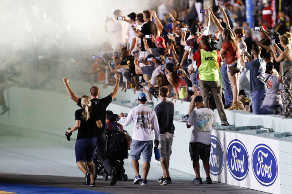 Monster Energy NASCAR Cup Series Ford EcoBoost 400 Homestead-Miami Speedway, Homestead, FL USA Sunday 19 November 2017 Fans (including a man in a wheelchair) on the track surface during the burnout World Copyright: Michael L. Levitt LAT Images