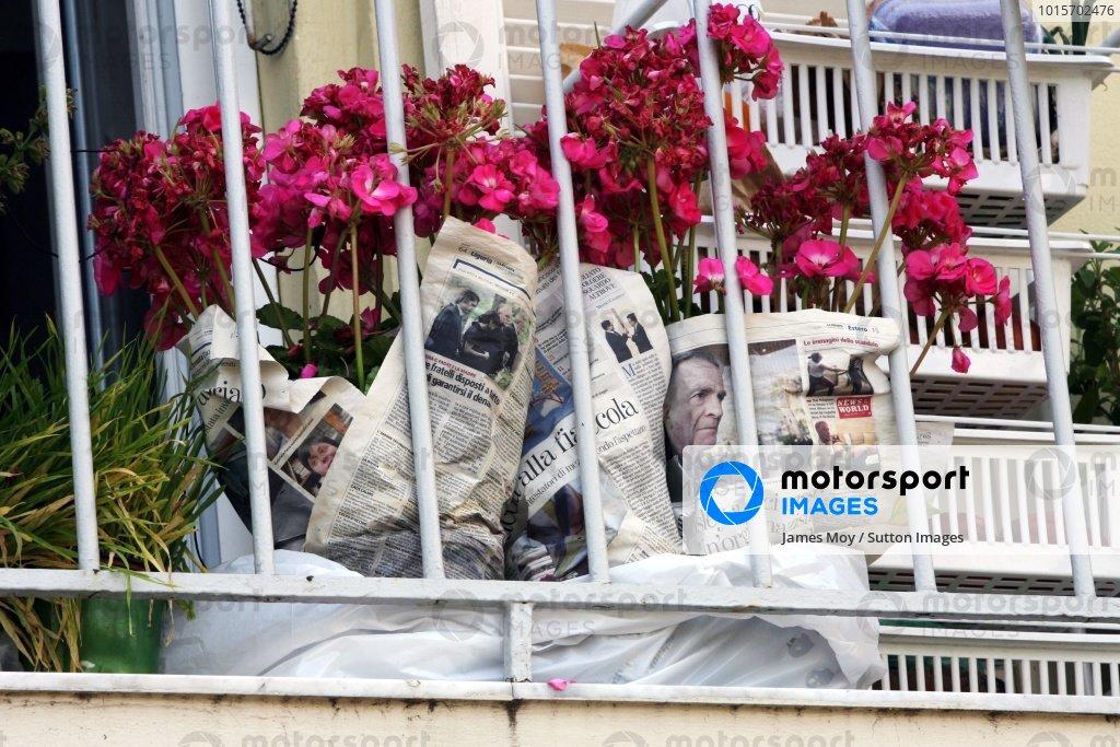 Max Mosley (GBR) FIA President in a screwed up newspaper. Formula One World Championship, Rd 6, Monaco Grand Prix, Qualifying Day, Monte-Carlo, Monaco, Saturday 24 May 2008.