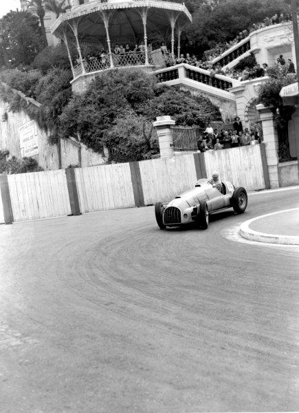 1950 Monaco Grand Prix.Monaco, Monte Carlo. 21st May 1950.Raymond Sommer (Ferrari 125). Ref-C26720.World Copyright: LAT Photographic