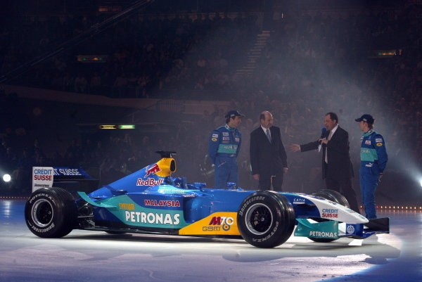 The new Sauber C22 is paraded on an ice rink with key dignitaries (L to R): Heinz-Harald Frentzen (GER) Sauber; Peter Sauber (SUI) Sauber Team Owner; Nick Heidfeld (GER) Sauber.   