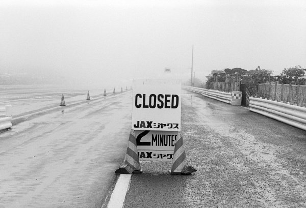 In terrible conditions before the start of the race, a sign appears at the pit lane exit saying the circuit is closed.
