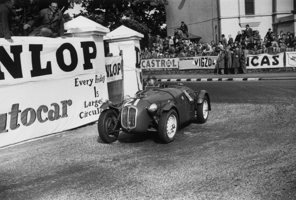 Douglas, Isle of Man, England. 14th June 1951 Bob Gerard (Frazer Nash Le Mans Replica), 2nd position, action. World Copyright: LAT Photographic Ref:  51 - 24 - 33A-34.
