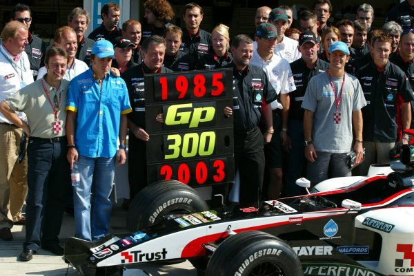Minardi celebrate their 300th Grand Prix with team members and former drivers including Adrian Campos (ESP), Fernando Alonso (ESP) Renault, Jarno Trulli (ITA) Renault, Nicolas Kiesa (DEN) Minardi, Mark Webber (AUS) Jaguar, Justin Wilson (GBR) Jaguar, Paul Stoddart (AUS) Minardi Team Principal and Giancarlo Minardi (ITA) Minardi Team Founder.Formula One World Championship, Rd13, Hungarian Grand Prix, Race Day, Hungaroring, Hungary, 24 August 2003.DIGITAL IMAGE
