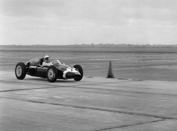 Sebring, Florida, USA. 10 - 12 December 1959.Stirling Moss (Cooper T51 Climax), retired, action. World Copyright: LAT Photographic.Ref: 5492.