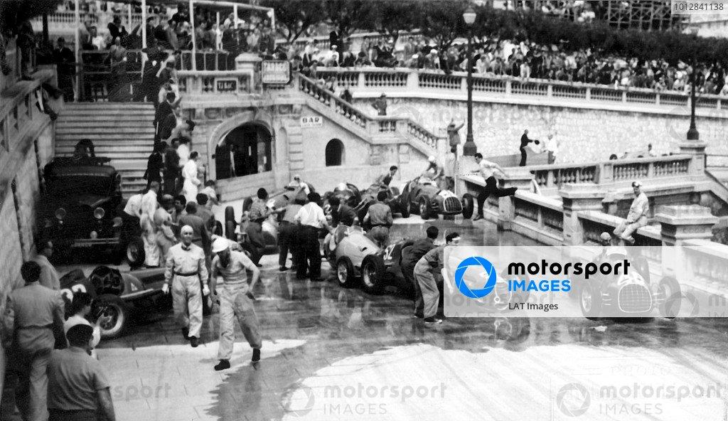 1950 Monaco Grand Prix.Monaco, Monte Carlo. 21st May 1950.Alberto Ascari (Ferrari 125, number 40) passes the multi-car accident at Tabac. Ref-S74-3181.World Copyright: LAT Photographic