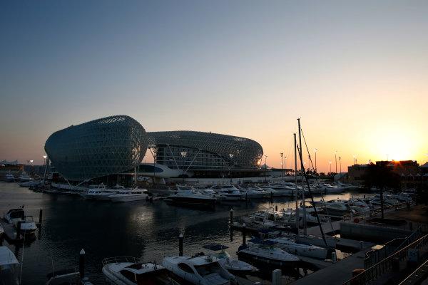 Yas Marina Circuit, Abu Dhabi, United Arab Emirates. Thursday 20 November 2014. Sunset over the circuit. World Copyright: Glenn Dunbar/LAT Photographic. ref: Digital Image _W2Q3741