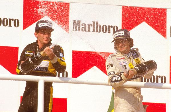 Hungaroring, Budapest, Hungary.8-10 August 1986.Nelson Piquet (Williams Honda) 1st position with Ayrton Senna (Team Lotus) 2nd position on the podium.Ref-86 HUN 13.World Copyright - LAT Photographic
