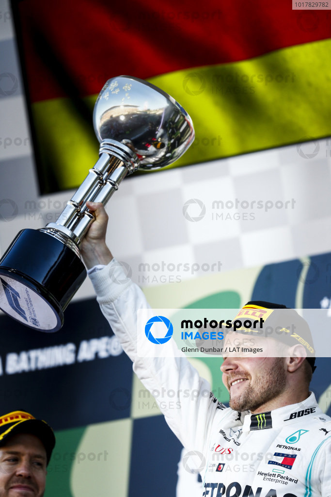 Valtteri Bottas, Mercedes AMG F1, 1st position, lifts his trophy