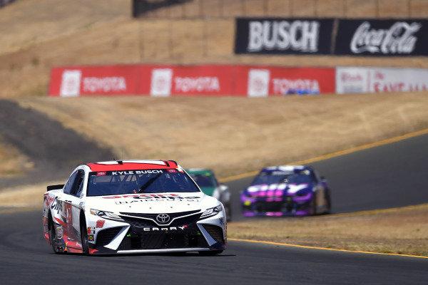 #18: Kyle Busch, Joe Gibbs Racing, Toyota Camry Sport Clips