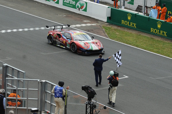#51 AF Corse Ferrari 488 GTE EVO: Alessandro Pier Guidi, James Calado, Daniel Serra takes the checkered flag