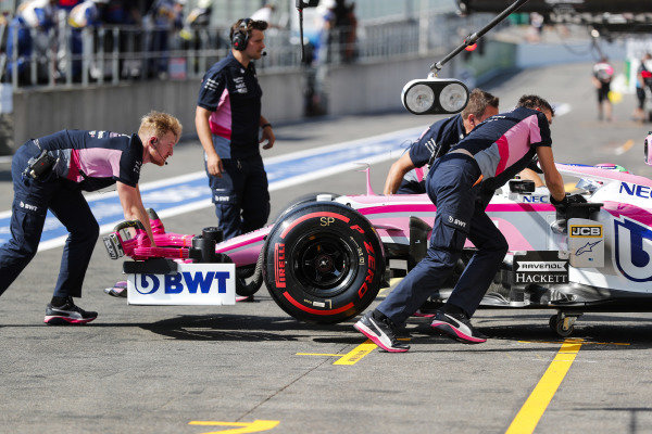 Sergio Perez, Racing Point RP19 stops in the pits