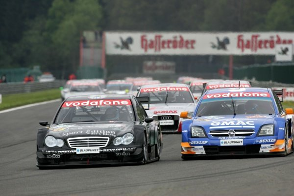 Start of the race, Mika Hakkinen (FIN), Sport Edition AMG-Mercedes, AMG-Mercedes C-Klasse (left), defending his 2nd position against Marcel Fassler (SUI), Opel Performance Center, Opel Vectra GTS V8 (right), into Les Combes.DTM Championship, Rd3, Spa Francorchamps, Belgium, 15 May 2005. DIGITAL IMAGE