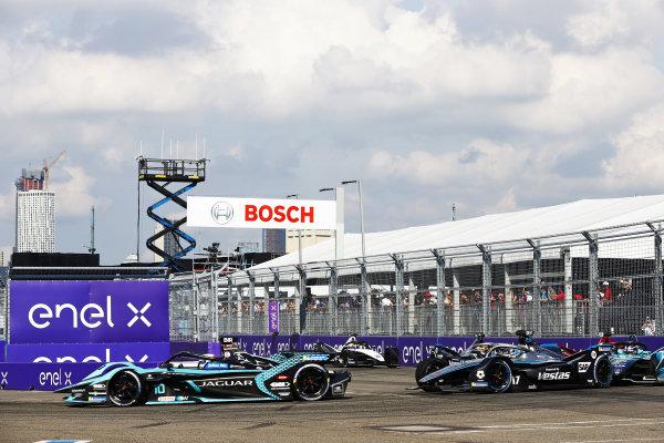 Sam Bird (GBR), Jaguar Racing, Jaguar I-TYPE 5, leads Nyck de Vries (NLD), Mercedes Benz EQ, EQ Silver Arrow 02, and Tom Blomqvist (GBR), NIO 333, NIO 333 001