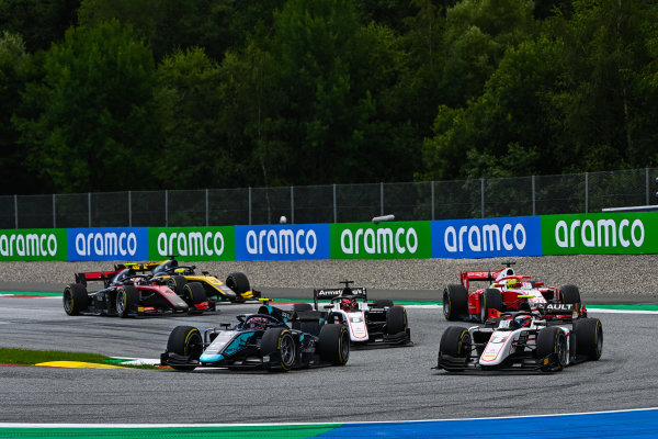 Dan Ticktum (GBR, DAMS), leads Christian Lundgaard (DNK, ART GRAND PRIX) and Marcus Armstrong (NZL, ART GRAND PRIX)
