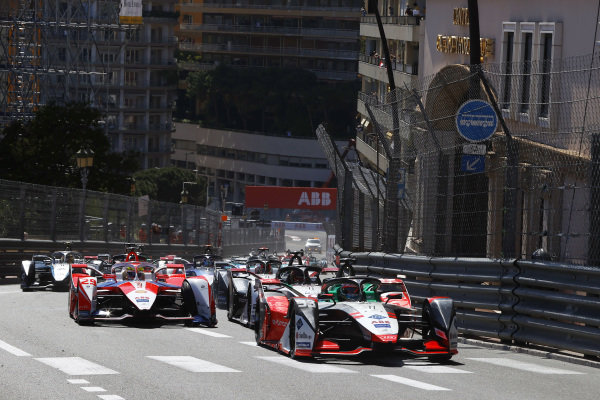 Rene Rast (DEU), Audi Sport ABT Schaeffler, Audi e-tron FE07, leads Alexander Sims (GBR), Mahindra Racing, M7Electro, and the rest of the field up the hill