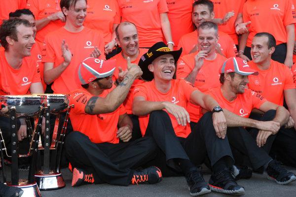 Race winner Lewis Hamilton (GBR) McLaren celebrates with Martin Whitmarsh (GBR) McLaren Chief Executive Officer and the team. Formula One World Championship, Rd19 United States Grand Prix, Race, Austin, Texas, 18 November 2012.