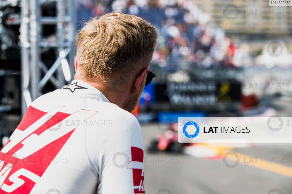 2017 FIA Formula 2 Round 3. Monte Carlo, Monaco. Thursday 25 May 2017. Kevin Magnussen watches F2 qualifying from the pit lane. Photo: Zak Mauger/FIA Formula 2. ref: Digital Image _56I5818