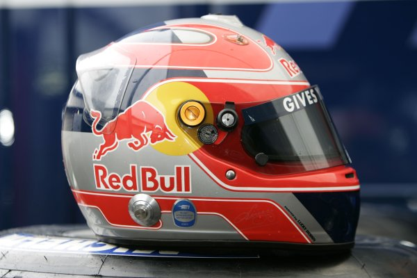 2005 Belgian Grand Prix ÐSunday Race,Spa-Francorchamps, Belgium .11th  September 2005Vitantonio Liuzzi, Red Bull Racing Cosworth RB1, helmet.World Copyright:Peter Spinney/LAT Photographic ref:Digital Image Only (a high res version is available on request)
